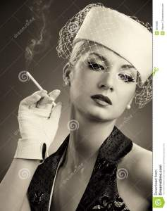 mujer-que-fuma-hermosa-9076288